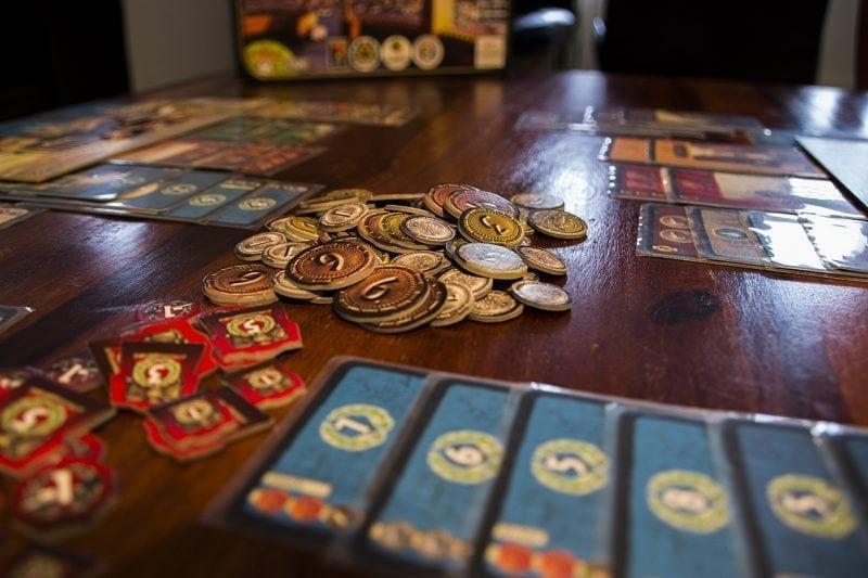 7 Wonders rahaa, kortteja ja sotamerkkejä