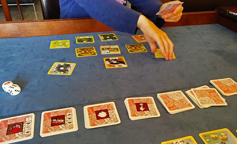 Halpapelisarja - Osa II: Catanin uudisasukkaat - korttipeli 3