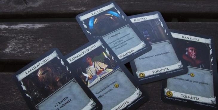 Dominion lautapeli ja sen kortit
