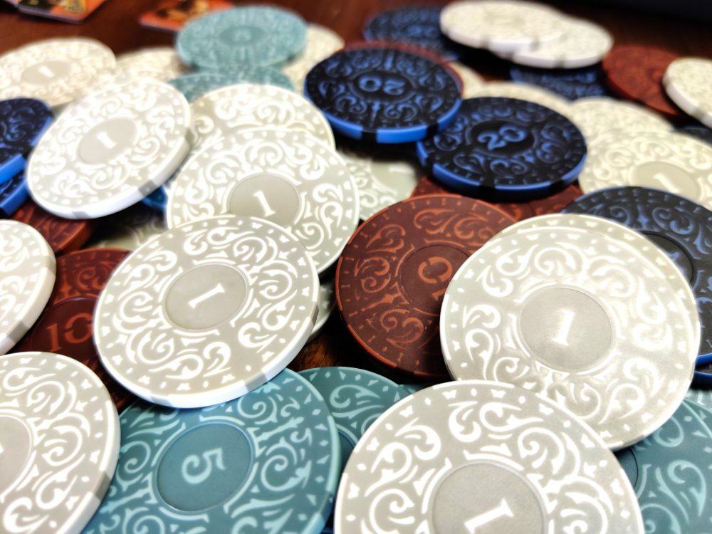Pokerimerkit lautapelirahoina? Arvostelussa Roxley Gamesin Iron Clays pelimerkit 3